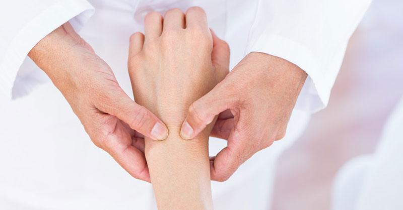 cum să tratezi artrita reumatoidă cu medicamente unguent lichid în articulația genunchiului