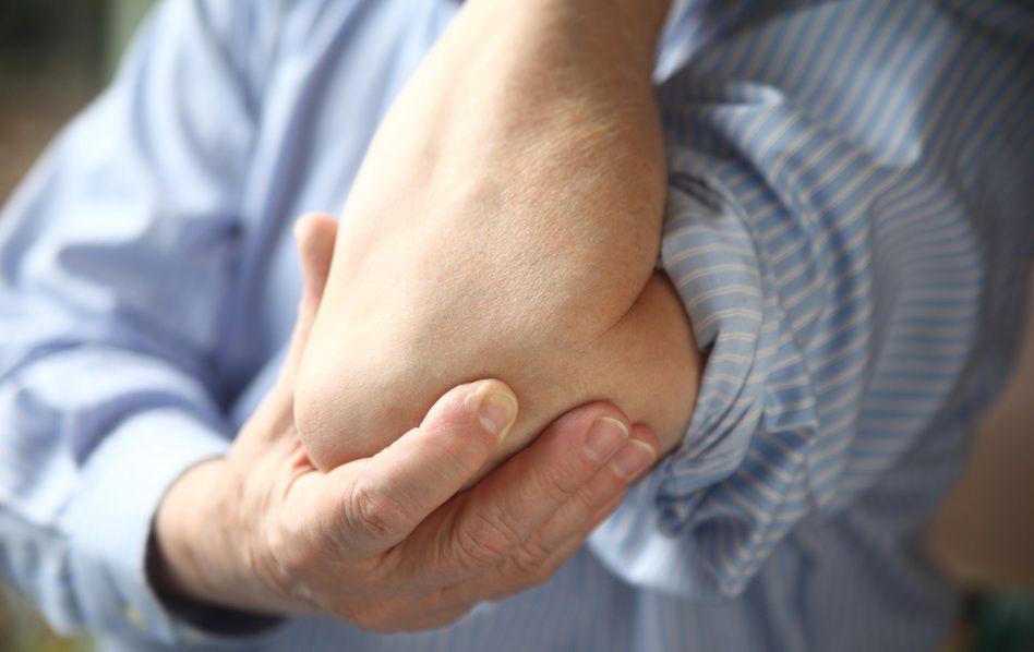 umflarea durerii picioarelor în articulații atenuând durerea într-o articulație a unei mâini