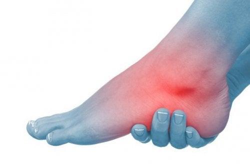 articulația umflată pe picior și nu este dureroasă durere în articulațiile mâinilor după o boală