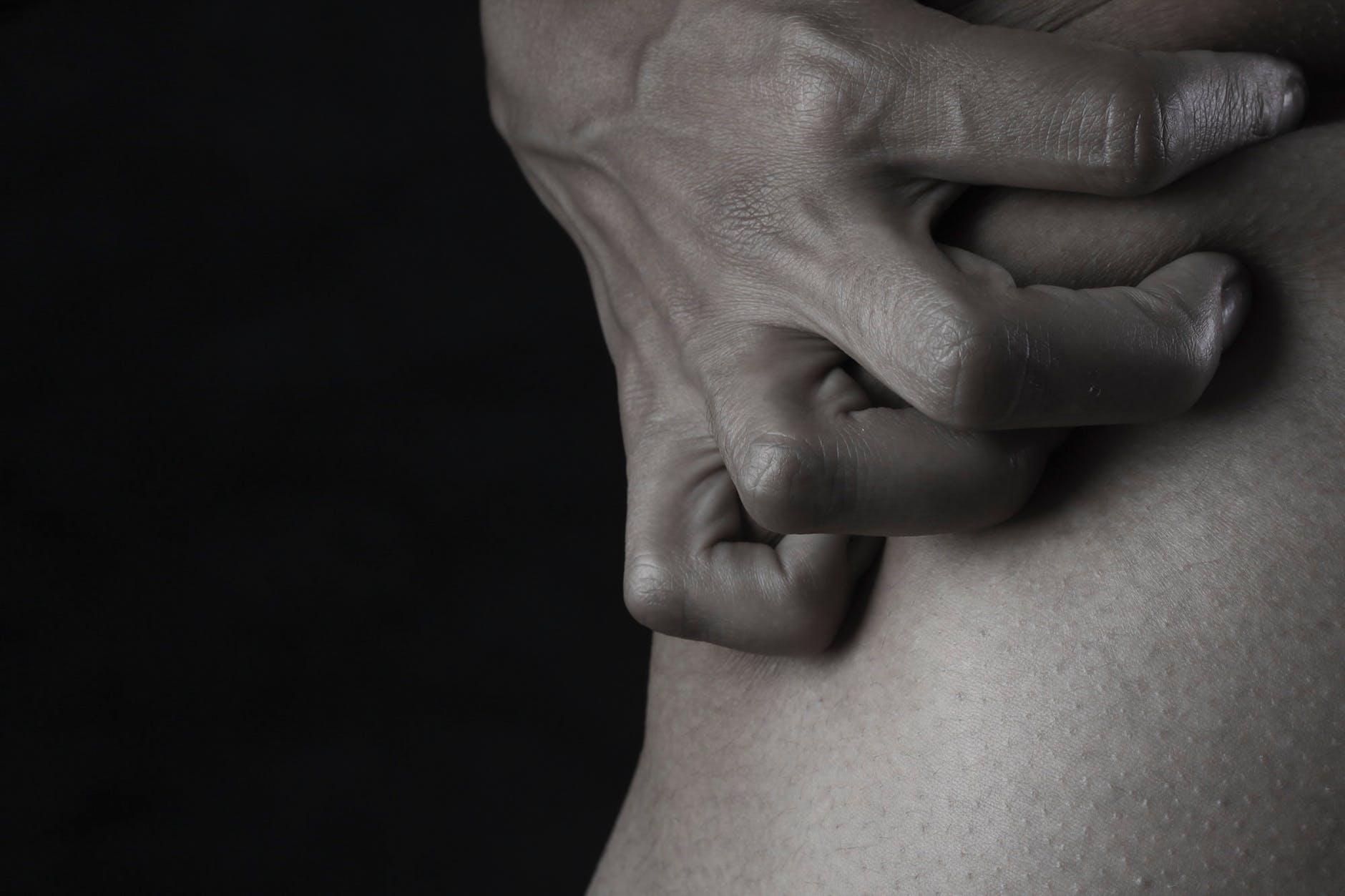 tuse și dureri la nivelul articulațiilor