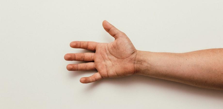 din cauza căreia durerea articulației la încheietura mâinii