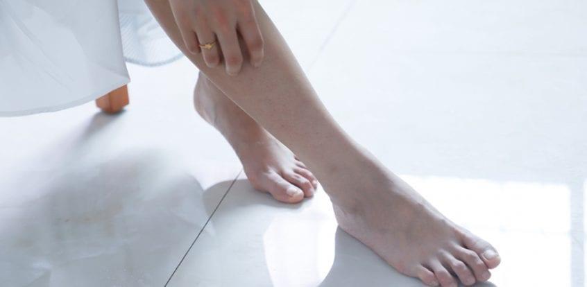 Articulațiile brațelor și picioarelor se umflă
