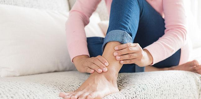 probleme articulare picioare umflate
