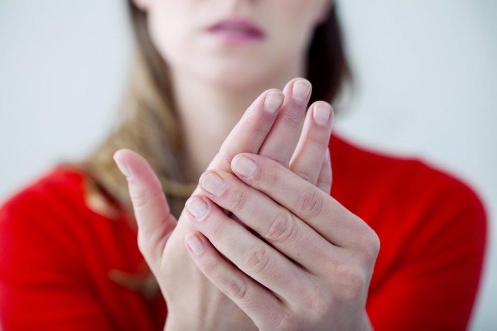 de ce rosturile umflate ale mâinilor